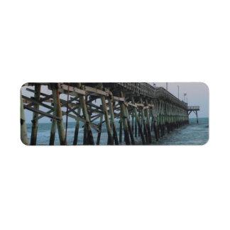 Pier und Wellen - Eichen-Insel, North Carolina