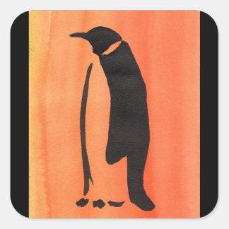 Pinguin auf Orange Quadratischer Aufkleber