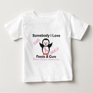 Pinguin, der Brustkrebs-Bewusstsein weckt Baby T-shirt