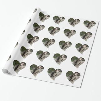Pinguin in der Herzform Geschenkpapier