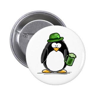 Pinguin mit grünem Bier Runder Button 5,7 Cm