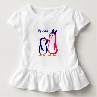 Pinguine des kleinen Bruders der großen Schwester Kleinkind T-shirt