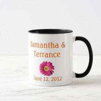 Pinkfarbene Gänseblümchen-Blume kundengerecht Tasse