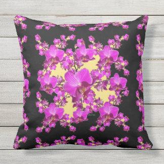 Pinkfarbene rosa Orchideen-Creme u. schwarzes Zierkissen