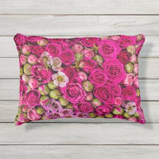 pinkflowers kissen für draußen
