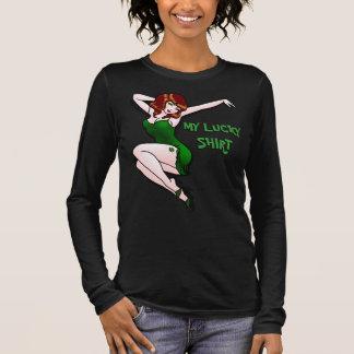 Pinup-Mädchen-Shirtglücklicher irischer Langarm T-Shirt