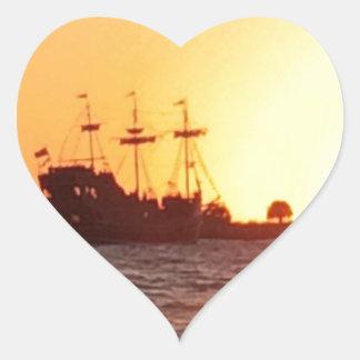 Piraten-Schiff Herz-Aufkleber