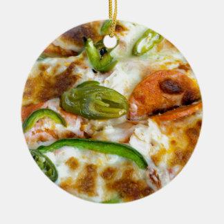 Pizza, die nahe hohe Keramik-Verzierung übersteigt Keramik Ornament