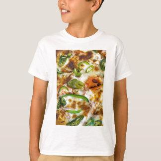 Pizza, die nahes hohes übersteigt T-Shirt