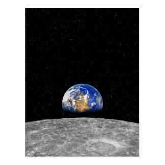 Planeten-Erde, die über Mond steigt Postkarte