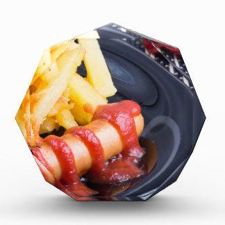 Platte mit einem Teil gebratenen Kartoffeln Acryl Auszeichnung