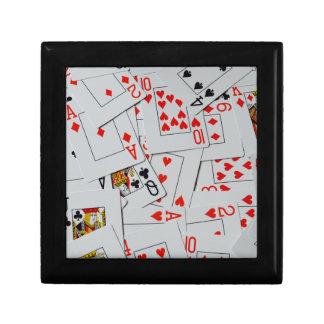 Plattform des zerstreuten Spielkarte-Musters, Geschenkbox