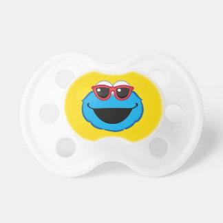 Plätzchen-lächelndes Gesicht mit Sonnenbrille Schnuller