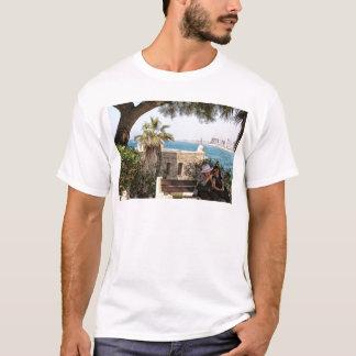 Plaudern und Lachen in Jaffa T-Shirt