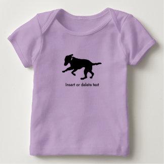 Playful schwarzer Labrador des Babyschoss-Shirts Baby T-Shirt