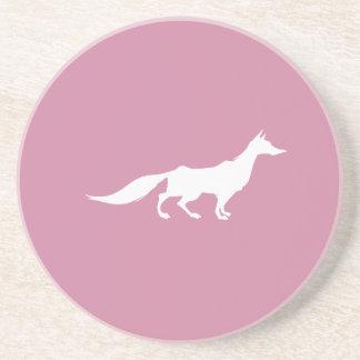 Playfully elegante Hand gezeichneter weißer Fox Getränkeuntersetzer
