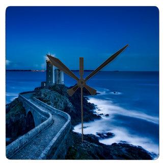 Plouzane, Frankreich, Leuchtturm nachts Quadratische Wanduhr