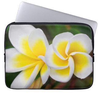 Plumeria-Blumennahaufnahme, Hawaii Laptopschutzhülle