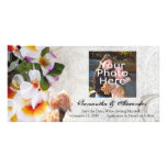Plumeria-Orchideen-Leu in der Sand-Fotokarte