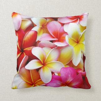 Plumeriafrangipani-Hawaii-Blume besonders Zierkissen