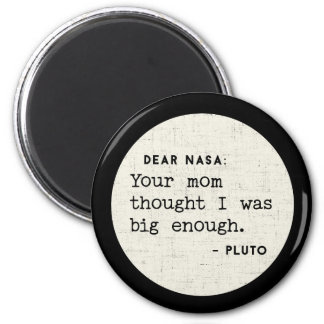 Pluto WAR genug groß. Kosmischer Spaß Runder Magnet 5,7 Cm