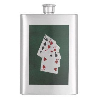 Poker übergibt - drei einer Art - neun Flachmann