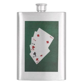 Poker übergibt - gerade - sechs bis zwei flachmann