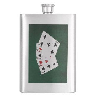 Poker übergibt - volles Haus - sieben und fünf Flachmann