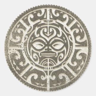 Polynesisches Stammes- Gesicht Brown Runder Aufkleber