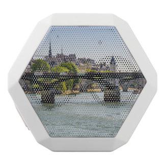 Pont des Arts in Paris, Frankreich Weiße Bluetooth Lautsprecher