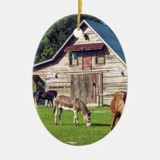 Ponys auf dem Bauernhof Keramik Ornament