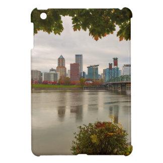 Portland ODER StadtSkyline gerahmt durch Fall-Laub iPad Mini Hülle