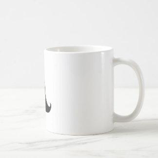 Porträt einer schönen Dame mit dem langen Kaffeetasse