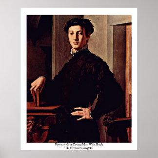 Porträt eines jungen Mannes mit Buch Plakate