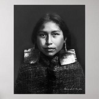 Porträt eines Tsawatenok Mädchens - 1914 Poster