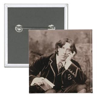 Porträt von Oscar Wilde (1854-1900), 1882 (b/w pho Button