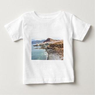 Portugiesische Küste mit Seestrand-Gebirgsdorf Baby T-shirt