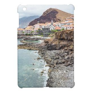 Portugiesische Küste mit Seestrand-Gebirgsdorf iPad Mini Cover