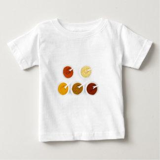 Porzellanschüsseln mit verschiedenen baby t-shirt