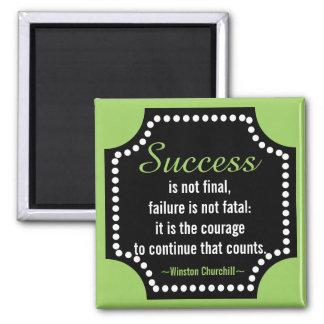 Positive Haltungs-Zitat Winston Churchill Quadratischer Magnet