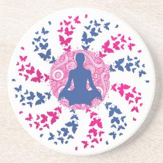 positiver Energiefrieden der Yogameditation von Getränkeuntersetzer