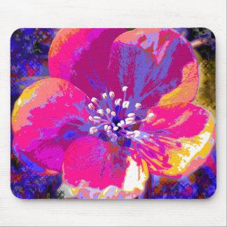 Posterized Blume Mousepad