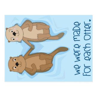Postkarte der Otter, die Hände halten