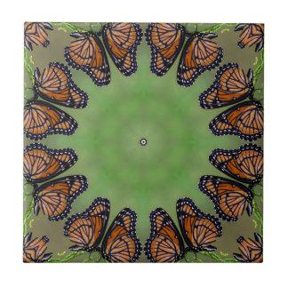 Prachtvolles Monarchfalter-Kaleidoskop Fliese