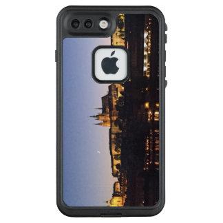 Prag-Schloss nachts LifeProof FRÄ' iPhone 8 Plus/7 Plus Hülle