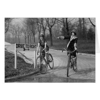 Prallplatten-Mädchen, die Bicycles, 1925 fahren Grußkarte