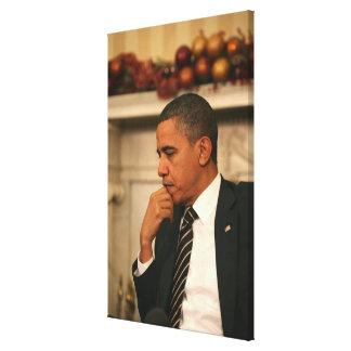 Präsident Barack Obama reflektiert sich, während Gespannter Galeriedruck