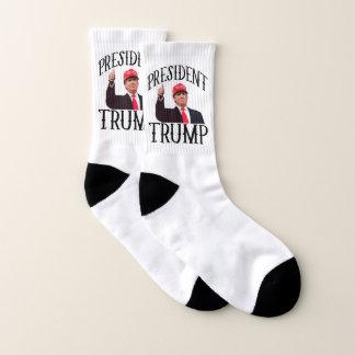 Präsident Donald Trump greift oben ab Socken