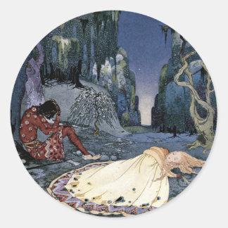 Prinzessin Asleep im Wald Runder Aufkleber