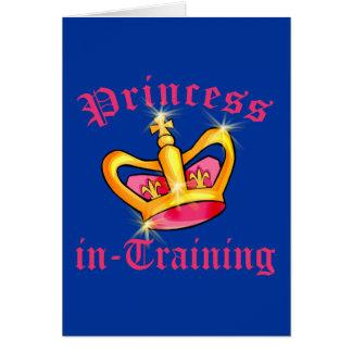 Prinzessin in den Trainings-T-Shirts und den Karte